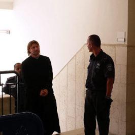 Священник педофил доставлен в Питер