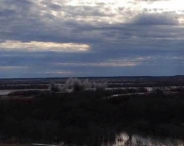 Су-34 бомбит заторы льда в Устюге